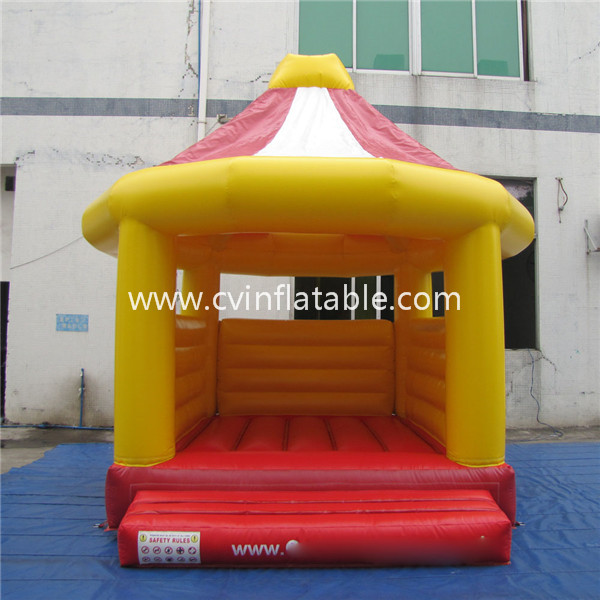 small inflatable bounce house for kids