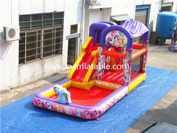inflatable slide with pool (5)